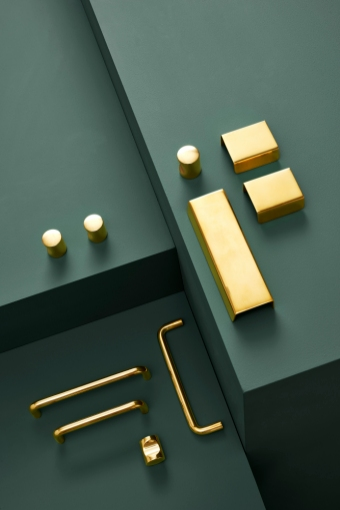 Handles in untreated brass